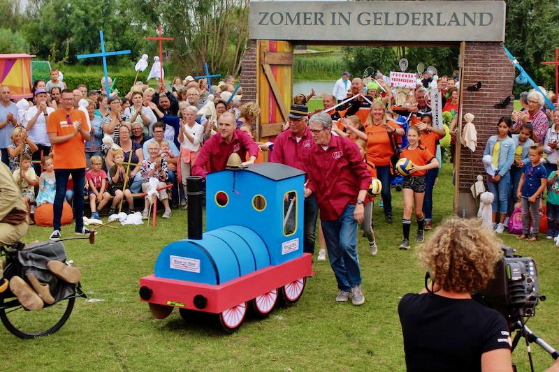 Zomer in Gelderland - Optocht - doorkomst Modelspoorclub Maas en Waal (1)