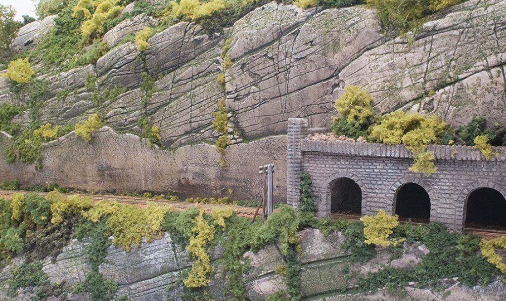 Modelspoorbaan Burg Oberlöwenstein, tunnelingang met galerij.