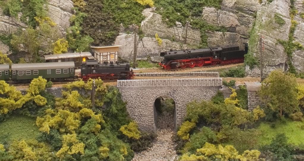 Modelspoorbaan Burg Oberlöwenstein, Twee stoomtreinen passeren elkaar.