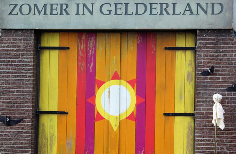 Zomer in Gelderland - Optocht - Poort dicht - kort voor optocht