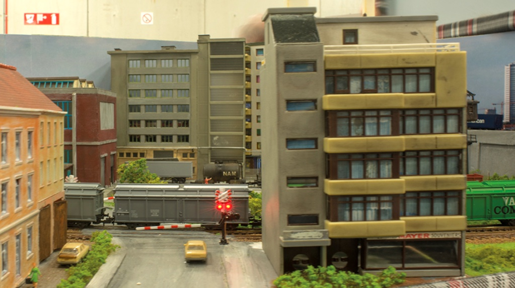 modelspoorbaan Kringloop Appartementen Spoorwegovergang