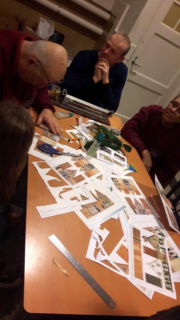 modelspoorclub Maas en Waal Winterfair 2019 huisjes plakken 01