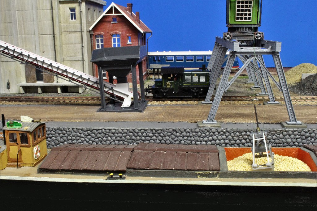 Modelspoorbaan De Oude Haven - Locomotor SIK bij loskade