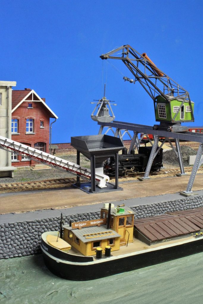Modelspoorbaan De Oude Haven - Stoomloc onder Kraanbrug