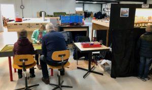 MBV De Wissel - Open Weekend 18 en 19 januari 2020 - Links wordt druk gerangeerd op de rangeerpuzzel.